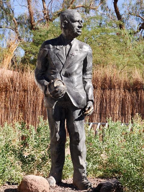 Statue père Le Paige